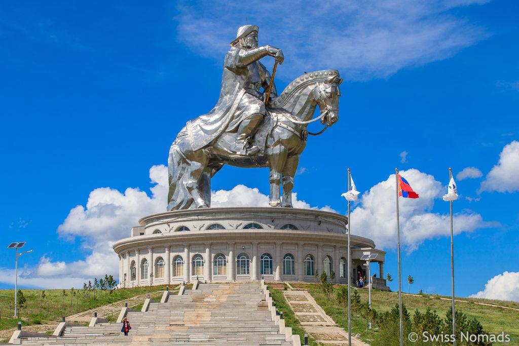 Die Dschingis Khaan Statue ausserhalb von Ulaanbaatar in der Mongolei
