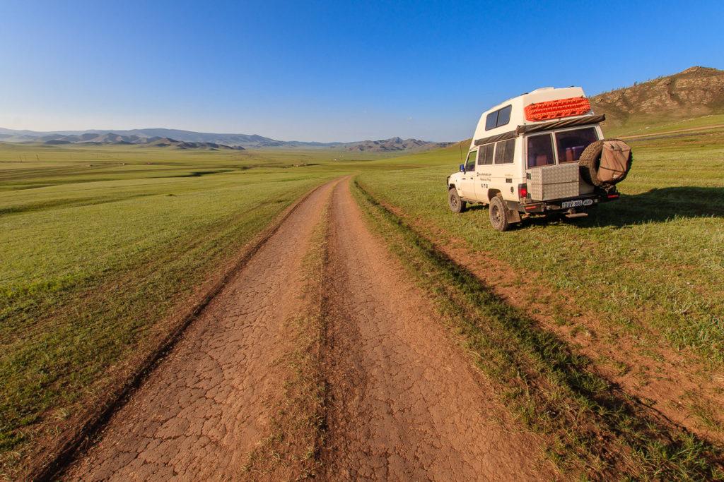 Schöne Mongolische Landschaft entlang der Piste zum Amarbayasgalant Kloster