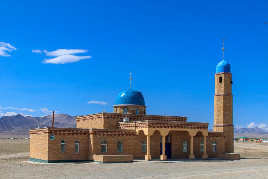 Moschee im Ort Ölgii in der Mongolei