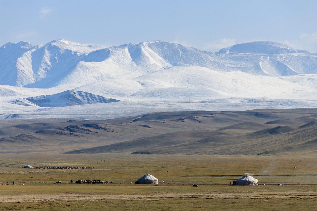 Schneebedeckte Gipfel im Altai Gebirge der Mongolei