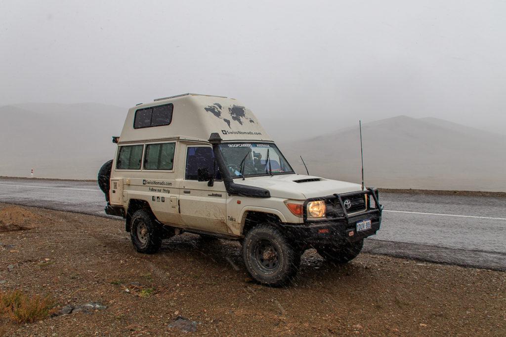 Schnee im Altai Gebirge der Mongolei