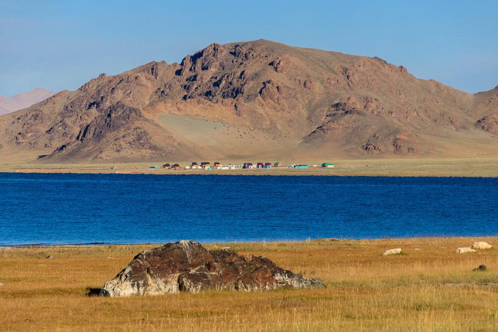 Der Tolbo Nuur See im Mongolischen Altai Gebirge