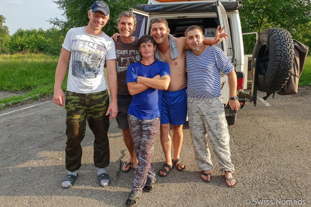 Russische Jungs zwischen Wladiwostok und dem Baikalsee