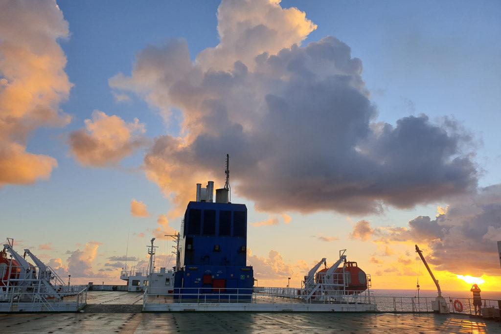Abendstimmung auf dem Frachtschiff von Hamburg nach Montevideo