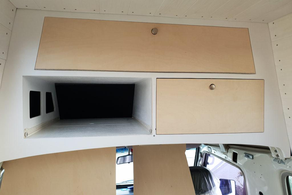 Einbau der neuen Ablage im Hochdach