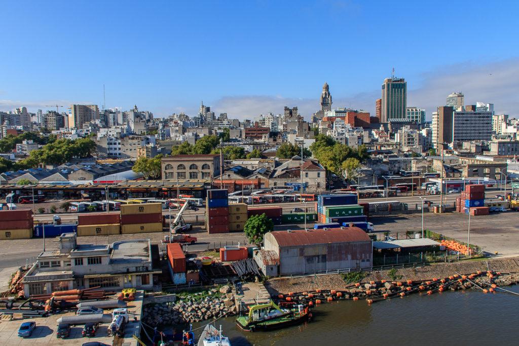 Ankunft in Montevideo mit dem Frachtschiff
