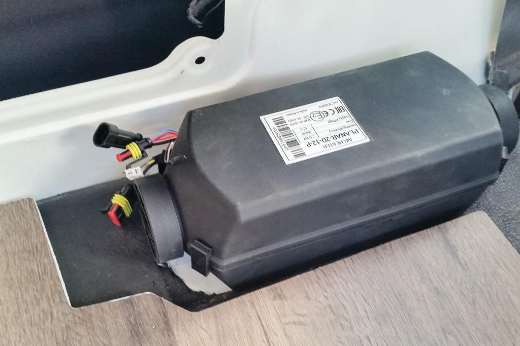 Autoterm Planar 2D Diesel Standheizung Eingebaut im LandCruiser