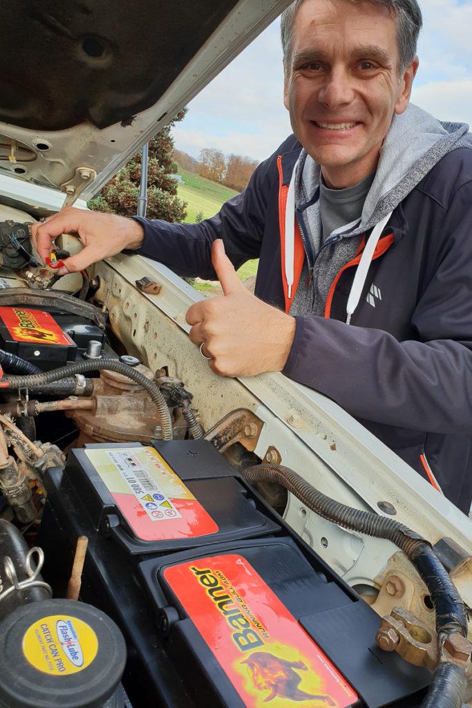 Einbau der neuen Camper Batterien