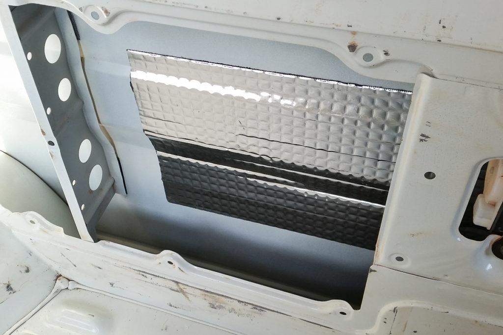 Schalldämmung der Hohlräume der Fahrzeugkarosserie
