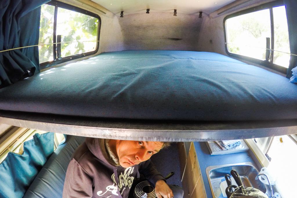 Das Bett im Hochdach des alten Camper Ausbaus