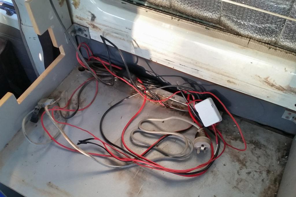 Die alte Elektrische Installation im Camper wird entfernt