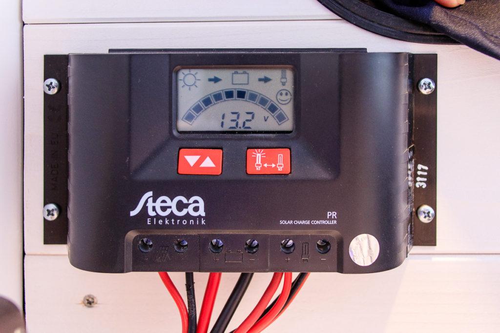 Der Solarladeregler für die Elektrische Installation im Camper