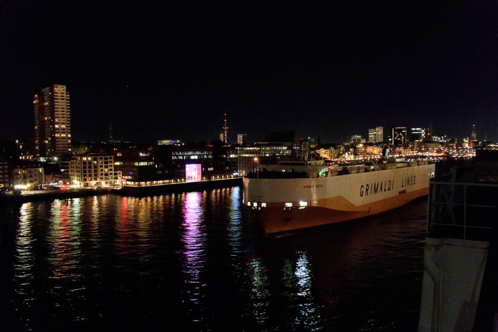 Einfahrt in den Hamburger Hafen