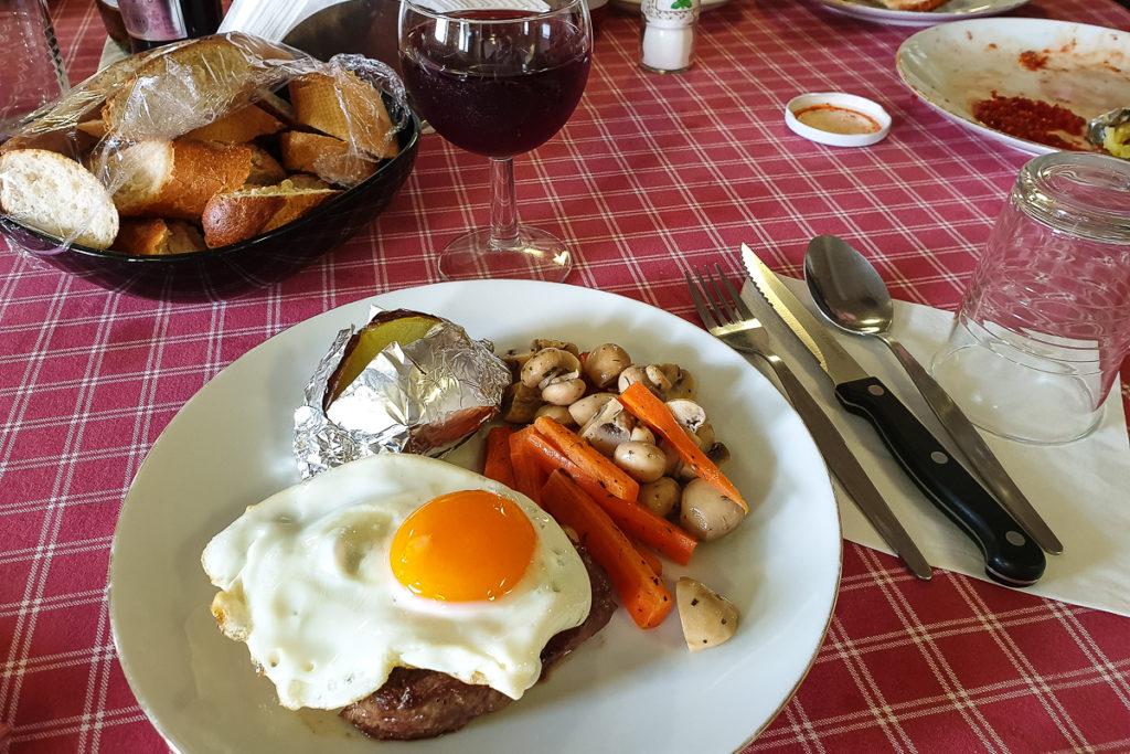 Steak Abendessen Frachtschiff nach Südamerika
