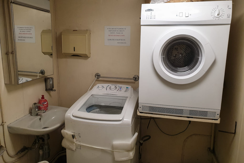 Waschmaschine und Trockner auf der Grande Africa