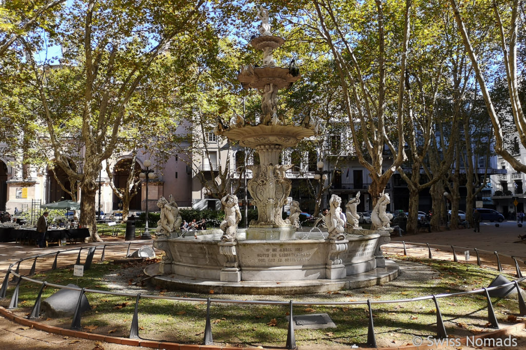 Plaza Constitucion und Plaza Matriz in Montevideo