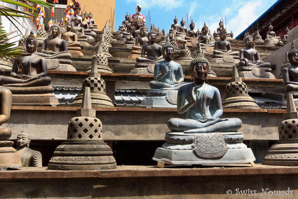 Buddhas im Gangaramaya Tempel in Colombo