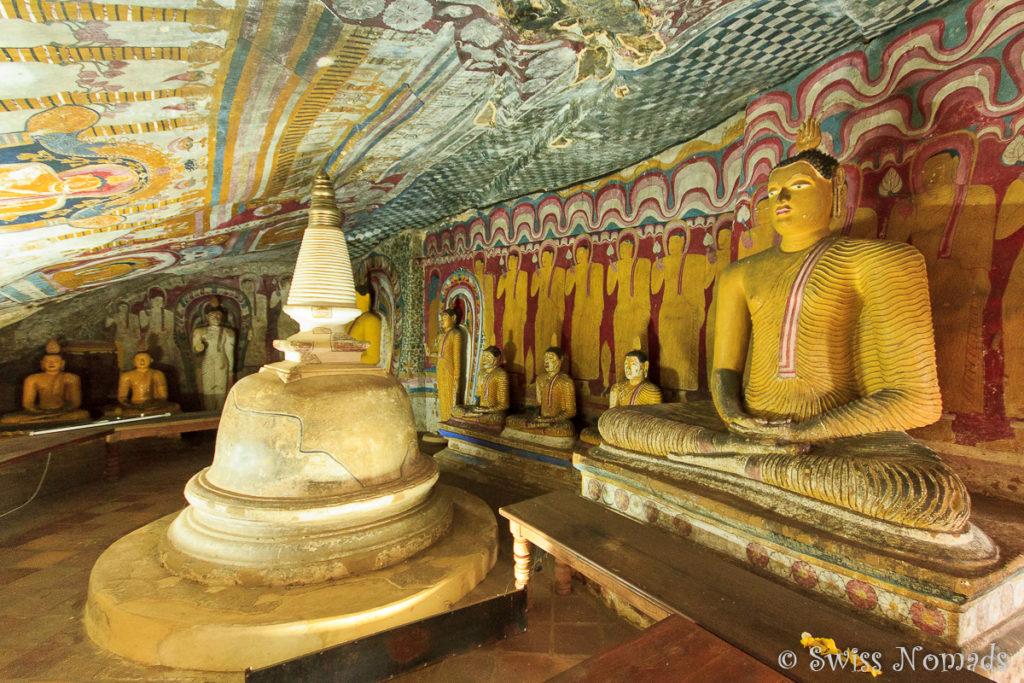 Buddhas im Dambulla Höhlen Tempel in Sri Lanka