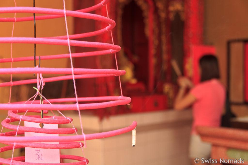 Räucherstäbchen im Chinesischen Tempel