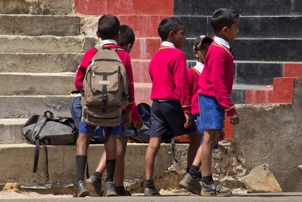 Schulkinder in Nuwara Eliya