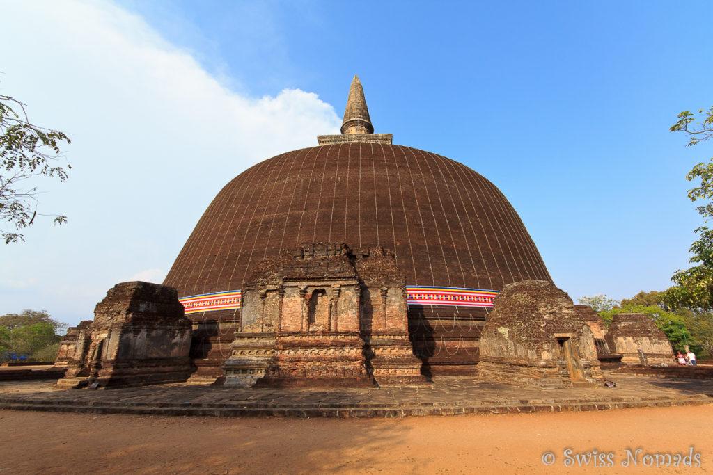 Rankot Vihara Dagoba in Polonnaruwa