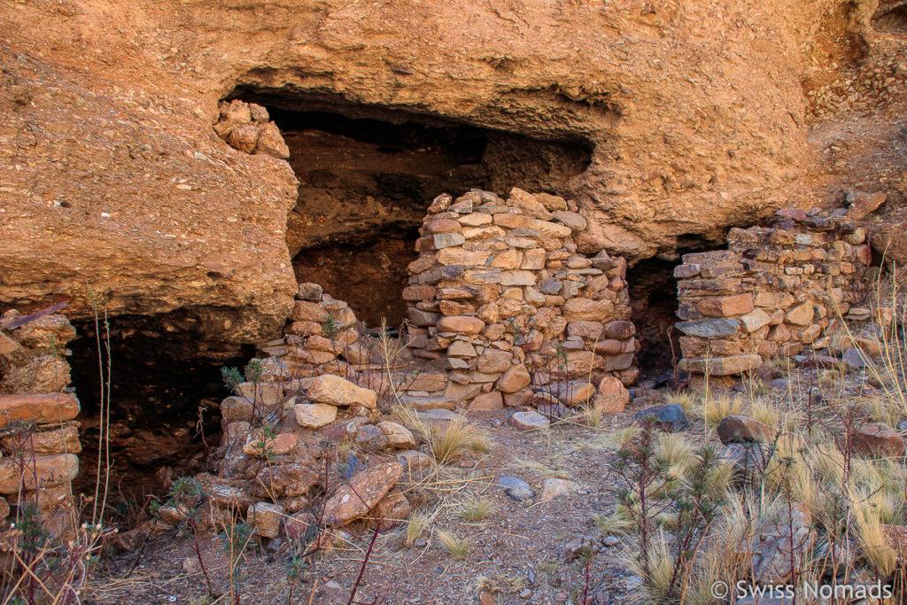 Höhlen im Felsüberhang