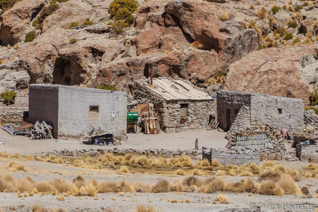 Lehmhütten in der Puna Argentinien